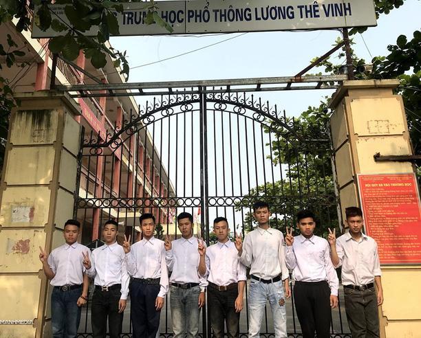 Biểu cảm mặt đơ chụp trăm kiểu như một, bộ ảnh kỷ yếu hài hước của teen Quảng Ninh khiến người xem không share không được-1