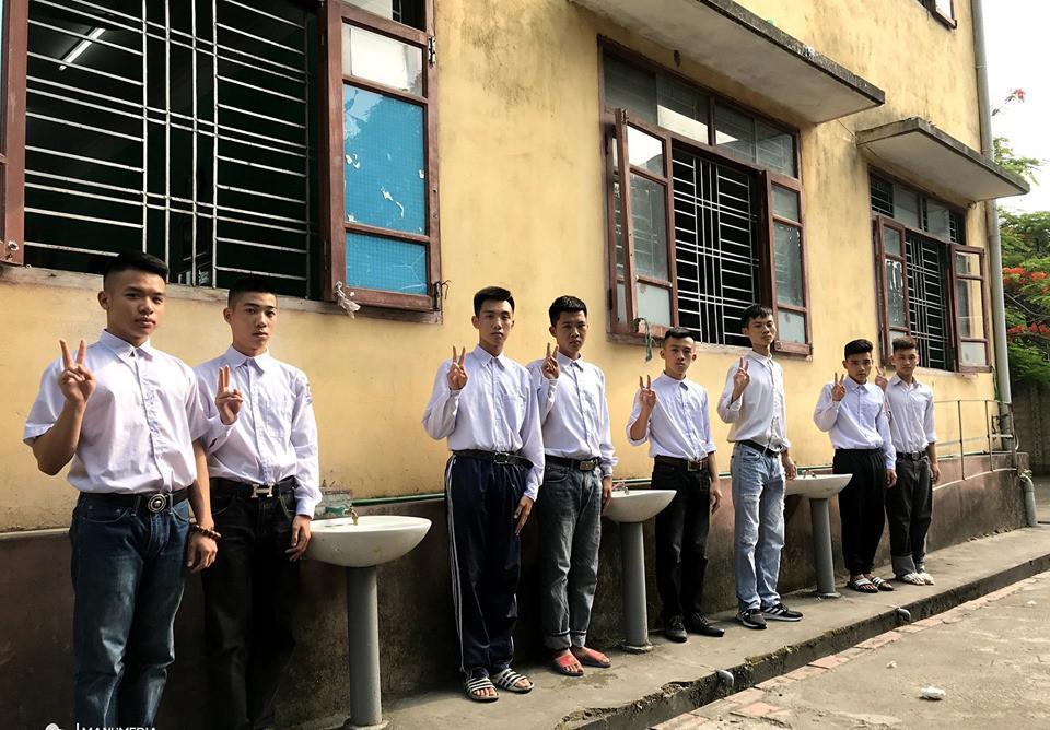 Biểu cảm mặt đơ chụp trăm kiểu như một, bộ ảnh kỷ yếu hài hước của teen Quảng Ninh khiến người xem không share không được-5