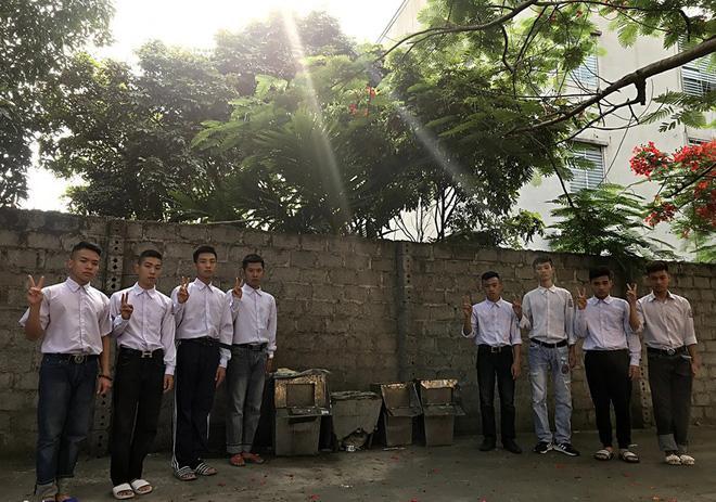 Biểu cảm mặt đơ chụp trăm kiểu như một, bộ ảnh kỷ yếu hài hước của teen Quảng Ninh khiến người xem không share không được-8