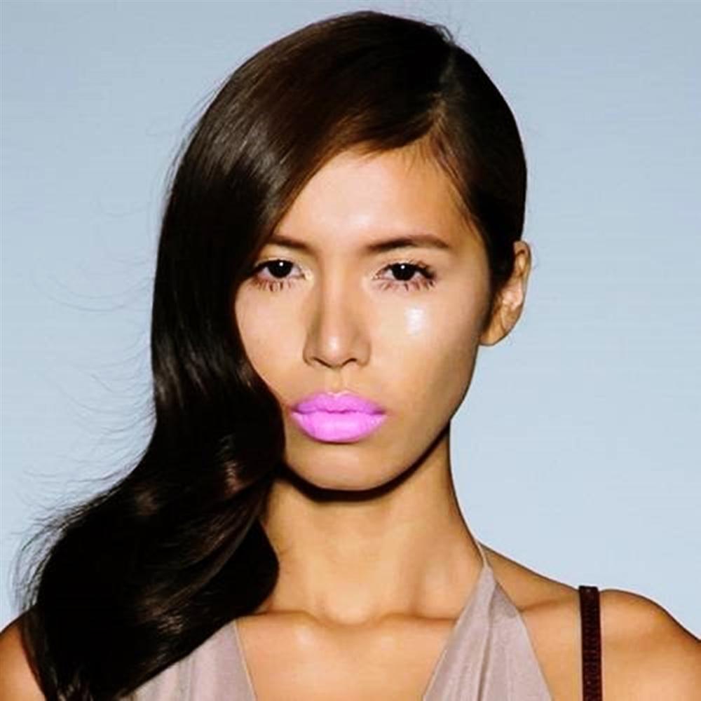 Phát hoảng vì đôi môi dầy như hai miếng thịt bò của Minh Tú khi đóng quảng cáo-7