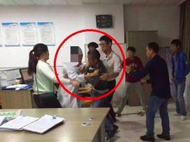 Nghi vợ ngoại tình, chồng đâm chết người đàn ông ở trung tâm y tế