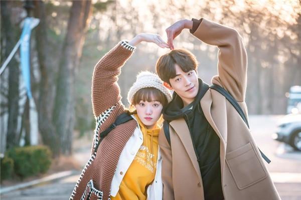 8 phim Hàn gây bão nhờ cặp chính diễn quá tình-8