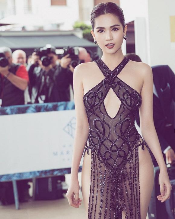 Giữa tâm bão khẩu chiến Lý Nhã Kỳ - Vũ Khắc Tiệp: Ngọc Trinh lại bị bóc mẽ tại Cannes, đầm phản cảm thì được bán fake đầy chợ-1