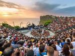 Hàng nghìn người chen chúc ngắm hoàng hôn ở Bali