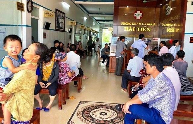 Hơn 50 du khách nhập viện sau khi ăn hải sản ở Thanh Hóa-1