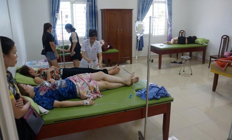 Hơn 50 du khách nhập viện sau khi ăn hải sản ở Thanh Hóa-2