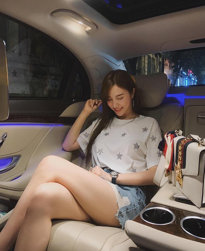 Quay lưng với khán giả hướng dẫn tập luyện, bạn gái Đặng Văn Lâm vẫn đốt mắt người nhìn khi sở hữu 3 vòng nóng bỏng-4