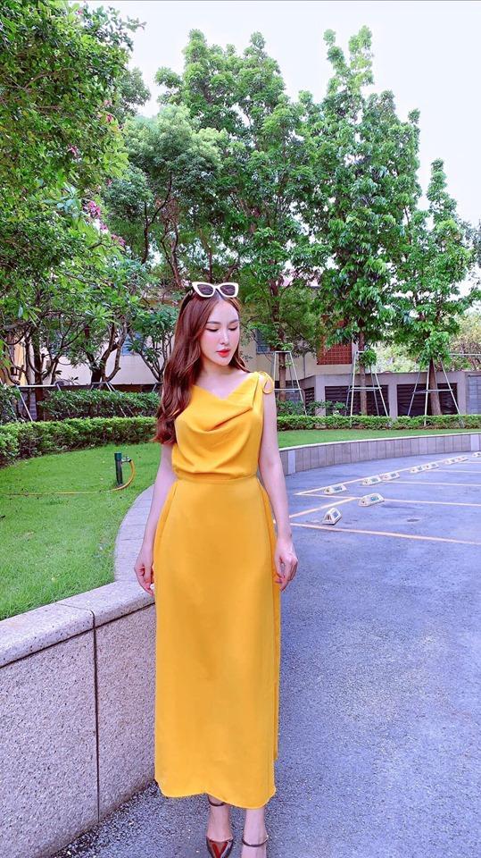 Quay lưng với khán giả hướng dẫn tập luyện, bạn gái Đặng Văn Lâm vẫn đốt mắt người nhìn khi sở hữu 3 vòng nóng bỏng-2