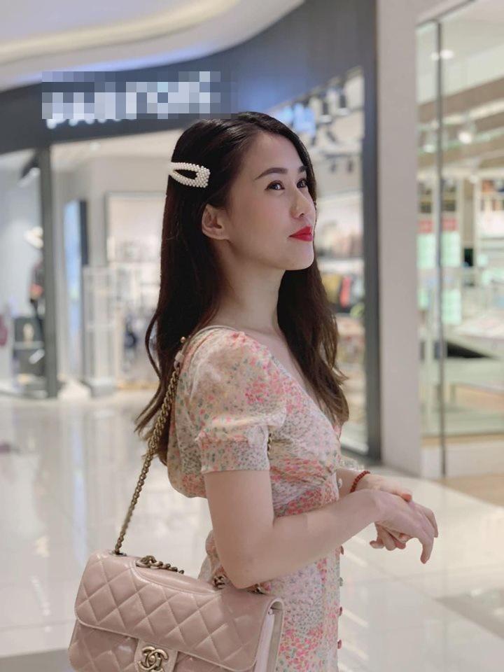 Quay lưng với khán giả hướng dẫn tập luyện, bạn gái Đặng Văn Lâm vẫn đốt mắt người nhìn khi sở hữu 3 vòng nóng bỏng-9