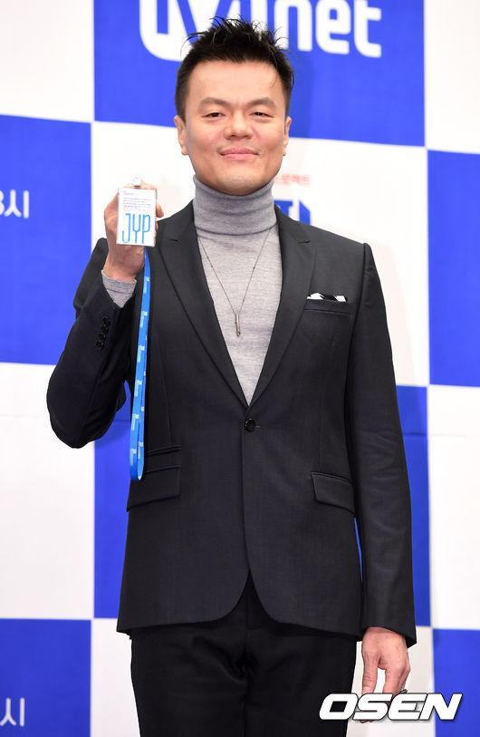 ĐẮNG LÒNG: Ông chủ JYP suýt bị đuổi khỏi concert của Twice chỉ vì quá cuồng gà nhà-2