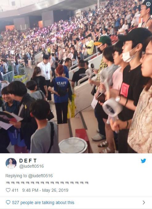 ĐẮNG LÒNG: Ông chủ JYP suýt bị đuổi khỏi concert của Twice chỉ vì quá cuồng gà nhà-3