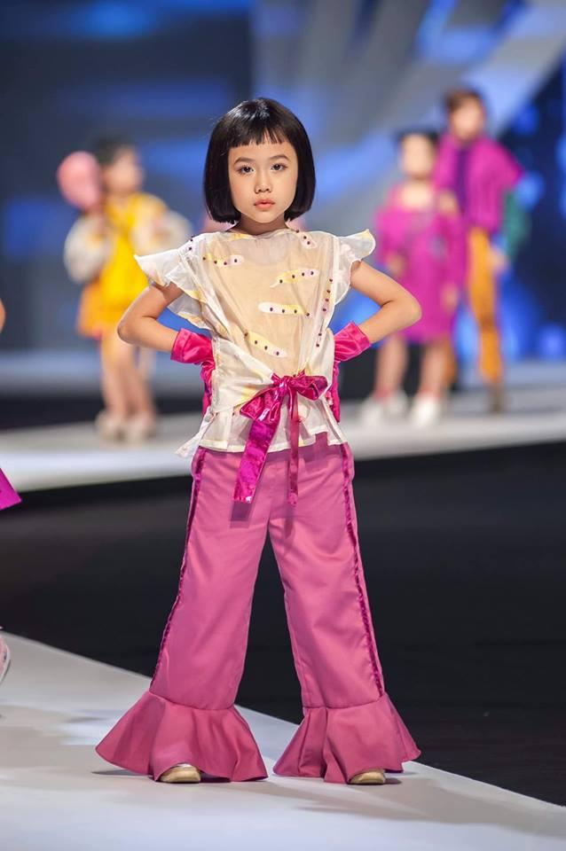 Khánh An - mẫu nhí từng được nữ hoàng tạo dáng Coco Rocha khen hết lời tái xuất khiến Chí Tài, Việt Hương hết hồn-1
