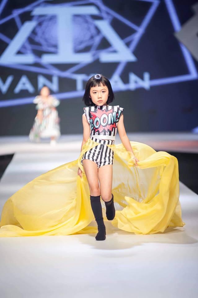 Khánh An - mẫu nhí từng được nữ hoàng tạo dáng Coco Rocha khen hết lời tái xuất khiến Chí Tài, Việt Hương hết hồn-4