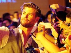 'Spider-Man' hội ngộ Chris Hemsworth giữa vòng vây người hâm mộ