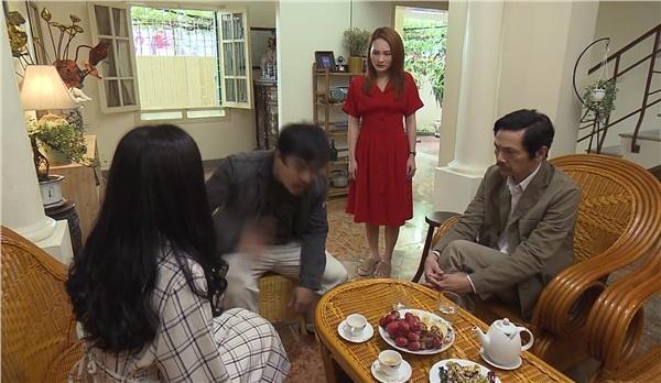 Khải say rượu đánh Huệ ngay trước mặt gia đình vợ trong tập 33 Về Nhà Đi Con-2