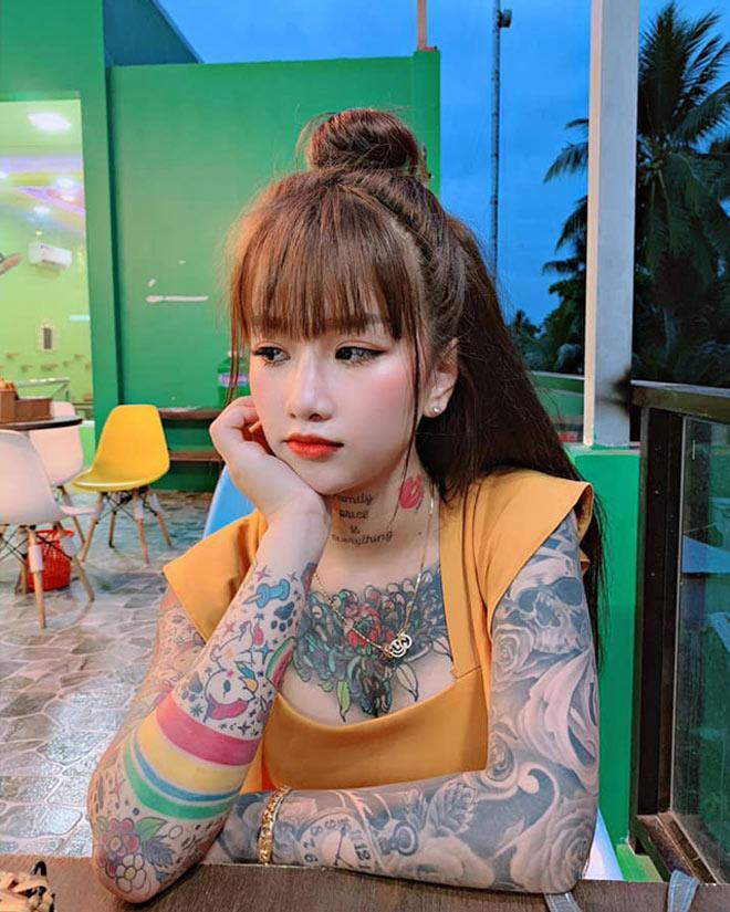 Cô gái xinh đẹp An Giang 19 tuổi kể chuyện xăm kín ngực, 14 hình ở chân-1