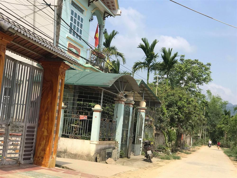 Cận cảnh ngôi nhà khang trang, vàng đeo đầy người của mẹ đẻ nữ sinh giao gà bị sát hại ở Điện Biên-4
