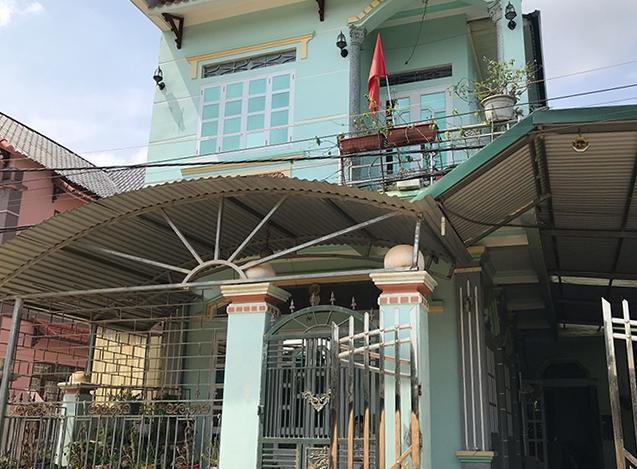 Cận cảnh ngôi nhà khang trang, vàng đeo đầy người của mẹ đẻ nữ sinh giao gà bị sát hại ở Điện Biên-5