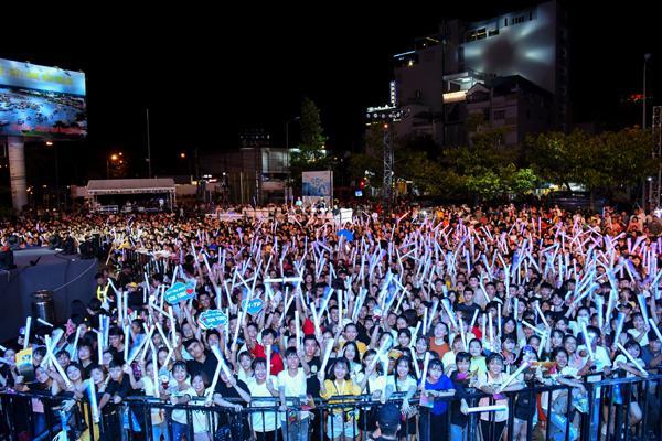 Sơn Tùng M-TP, Lou Hoàng 'quậy tưng' sân khấu Diana Cool Fest-3
