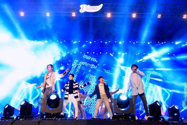 Sơn Tùng M-TP, Lou Hoàng 'quậy tưng' sân khấu Diana Cool Fest-7