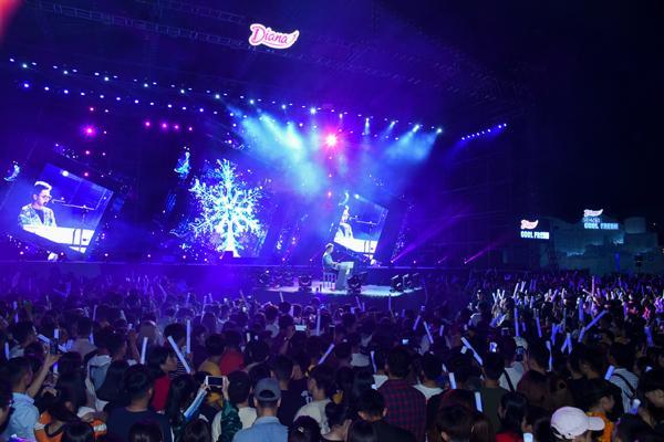 Sơn Tùng M-TP, Lou Hoàng 'quậy tưng' sân khấu Diana Cool Fest-9