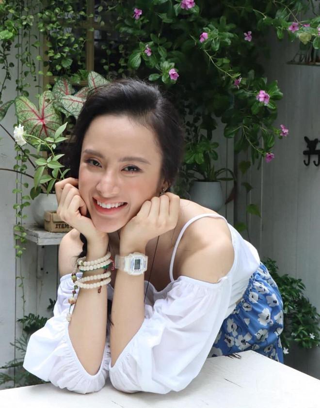 Chi Pu, Hòa Minzy và hàng loạt nghệ danh Tây Tàu ở showbiz Việt-5