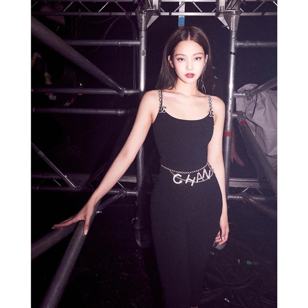 Hết váy áo xuyên thấu Jennie (BlackPink) chuyển qua mặc trang phục bó sát để khoe body huyền thoại không phần trăm mỡ thừa-1