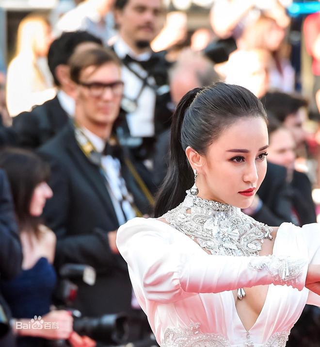 Đệ nhất mỹ nhân Kung Fu Trung Quốc ngày càng rẻ rúng vì mặc hở bạo-2