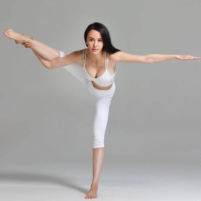Đệ nhất mỹ nhân Kung Fu Trung Quốc ngày càng rẻ rúng vì mặc hở bạo-3