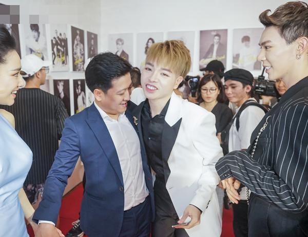Nhã Phương vô tư chăm sóc ông xã Trường Giang chốn đông người-6