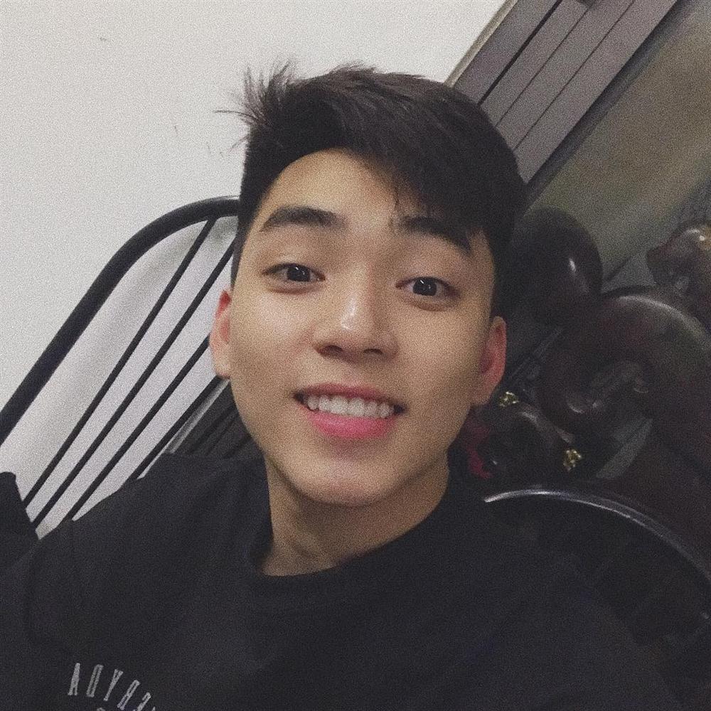 Đào mộ loạt ảnh thời chưa sửa mũi của Long Hoàng - chàng trai Việt duy nhất nghi vấn trúng tuyển SM Entertainment đình đám-6