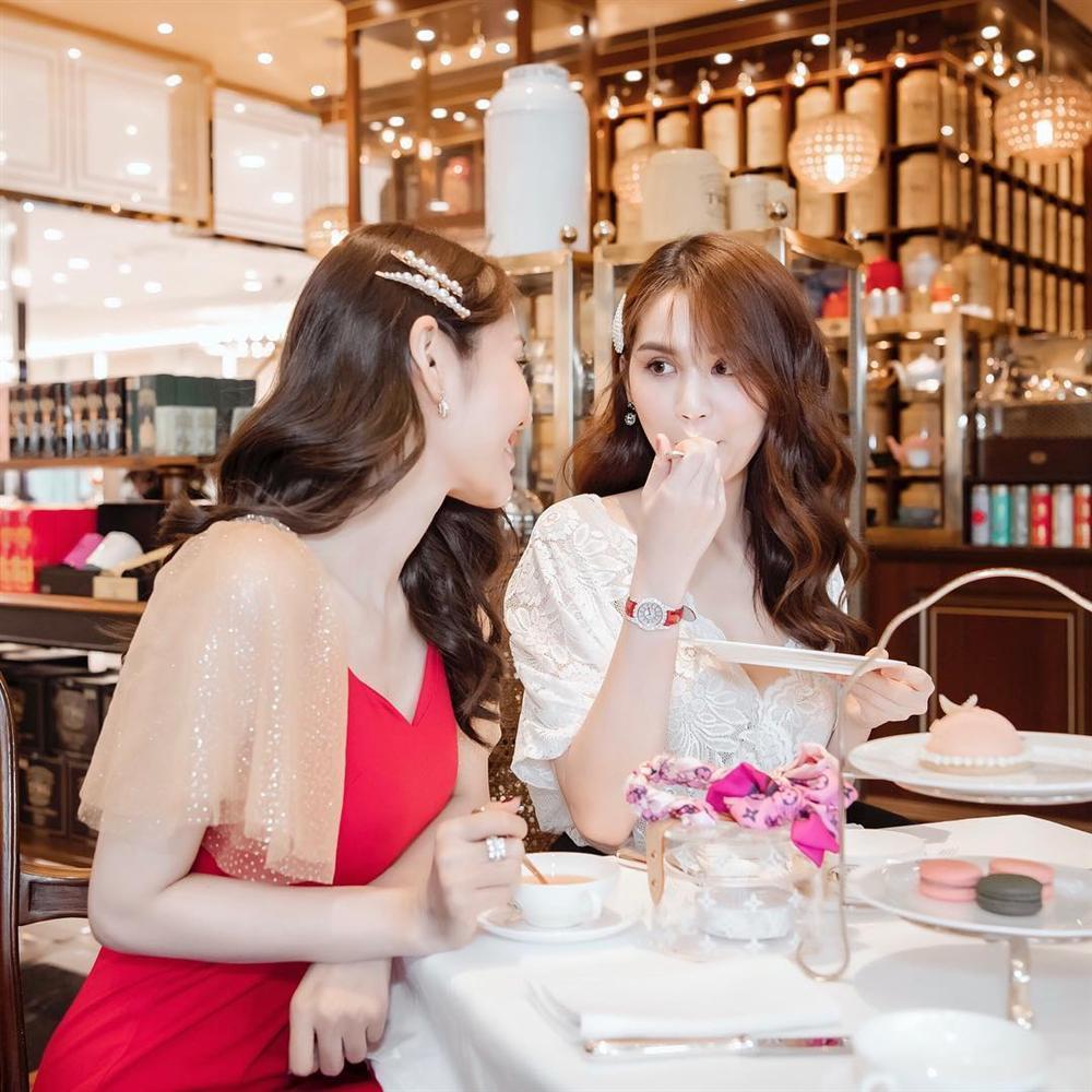 Linh Chi có thể thoải mái khóa môi cô gái này mà chẳng bao giờ phải lo Lâm Vinh Hải ghen tuông-2