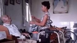 Clip phẫn nộ: Nữ giúp việc đánh cụ ông như đập đất, mỗi miếng cơm một cái tát