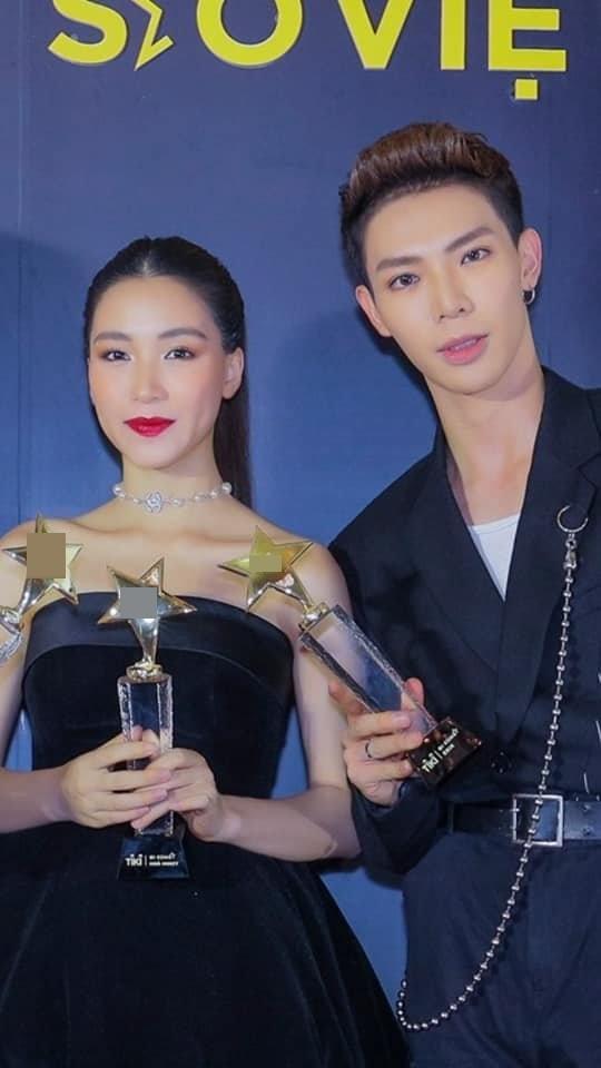 Hòa Minzy đắc tội gì với chuyên gia make-up mà bị trang điểm từ 24 tuổi thành 42 tuổi thế này?-2
