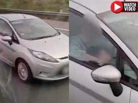 Cặp đôi gây phẫn nộ khi thản nhiên quan hệ giữa lúc đang lái xe với tốc độ 100 km/h