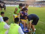 Clip cảm động chưa lên sóng: Thầy Park dành gần 20 phút xoa đầu, động viên khi Đình Trọng chân bị nẹp cố định vì chấn thương-3