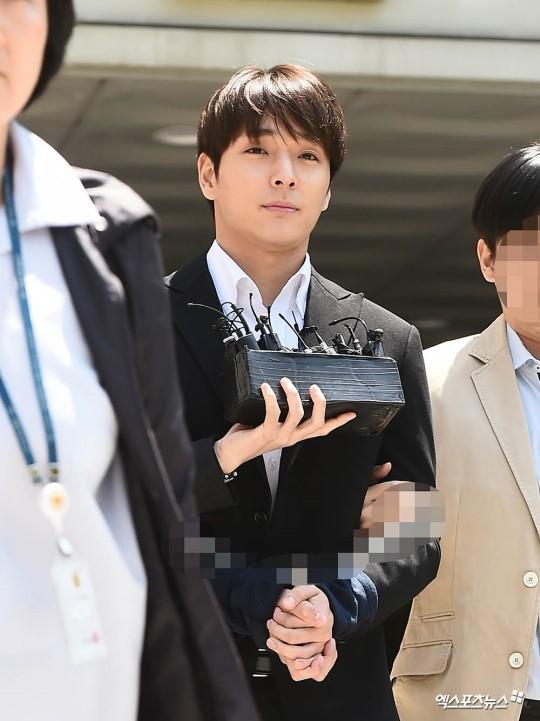 Liên tục bị hỏi kháy về thành viên tù tội cùng nhóm, Lee Hongki nói gì mà được dân Hàn khen ngợi không ngớt?-1