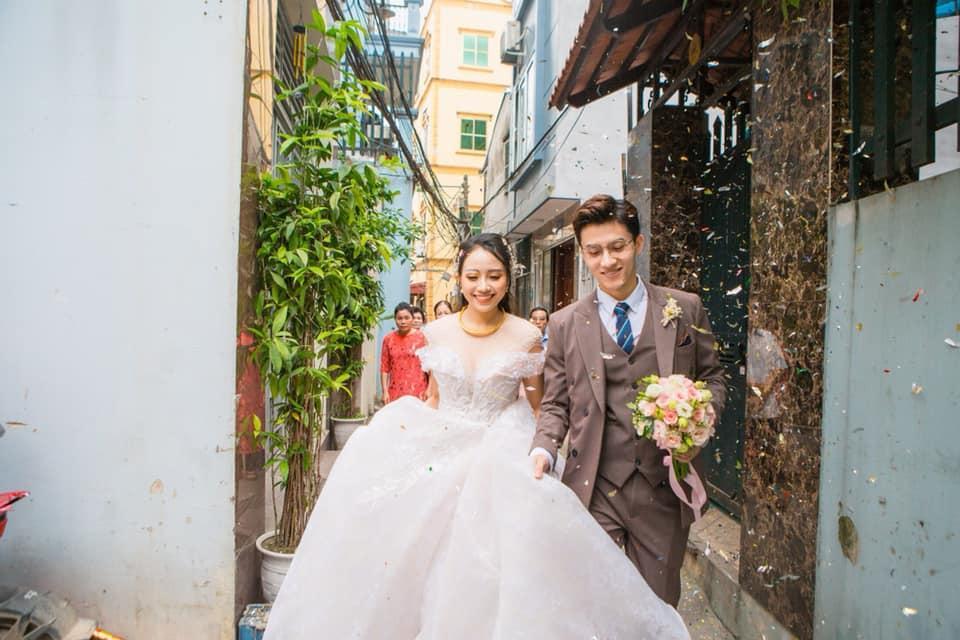 Chuyện giờ mới kể về đám cưới nữ MC xinh đẹp và bạn trai hotboy: Cô dâu - chú rể quẩy bung sân khấu cùng khách mời-11