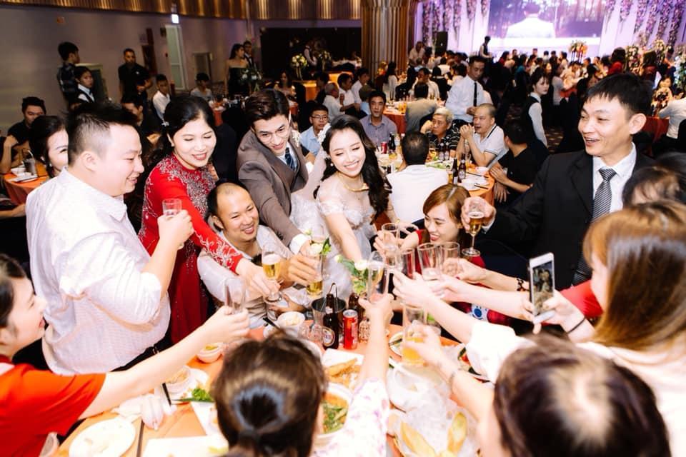 Chuyện giờ mới kể về đám cưới nữ MC xinh đẹp và bạn trai hotboy: Cô dâu - chú rể quẩy bung sân khấu cùng khách mời-14