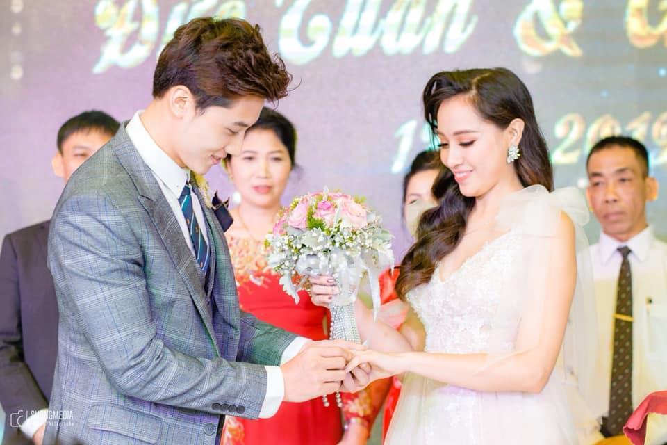 Chuyện giờ mới kể về đám cưới nữ MC xinh đẹp và bạn trai hotboy: Cô dâu - chú rể quẩy bung sân khấu cùng khách mời-8