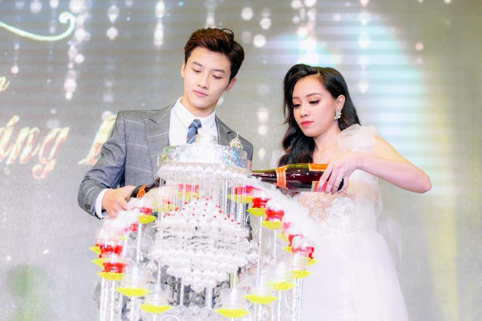Chuyện giờ mới kể về đám cưới nữ MC xinh đẹp và bạn trai hotboy: Cô dâu - chú rể quẩy bung sân khấu cùng khách mời-9