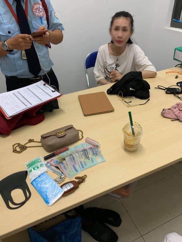Clip phơi bày toàn bộ quá trình cô gái trẻ trộm túi xách Gucci nhưng vẫn già mồm một mực kêu oan-1