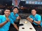Quang Hải vui vẻ check-in, Đức Chinh 'cảm thấy đẹp trai' ở Thái Lan