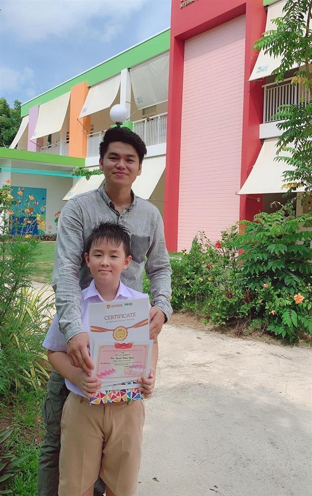 Con trai Lê Phương - Quách Ngọc Ngoan yêu thương cha dượng trẻ tuổi không khác gì cha đẻ-3