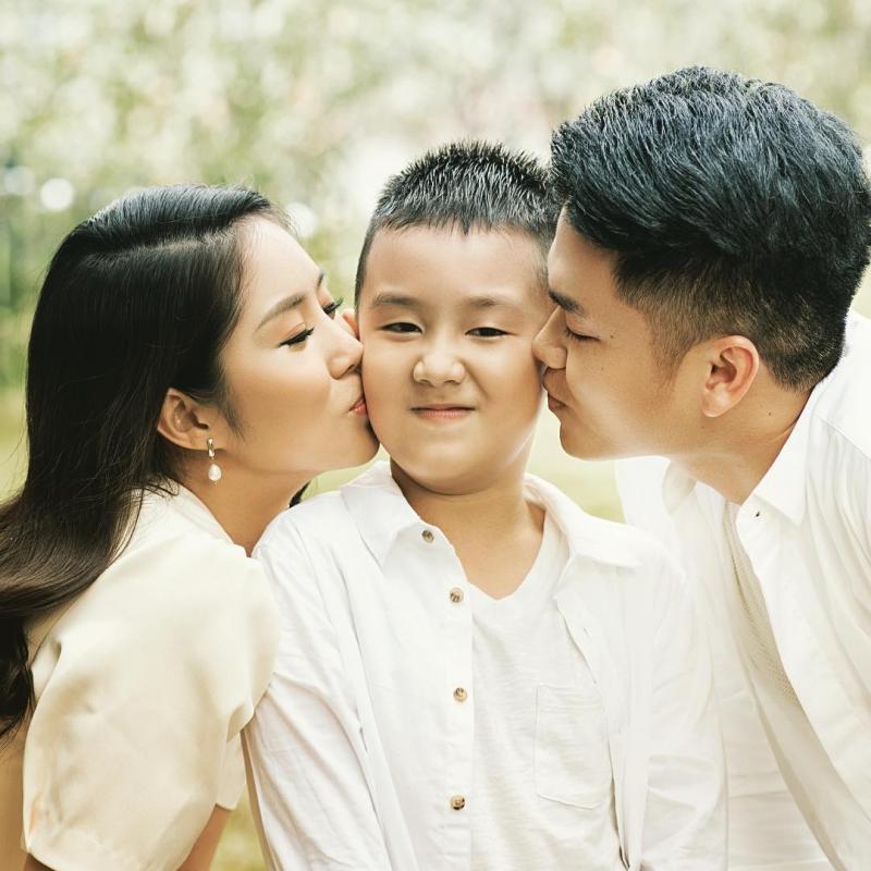 Con trai Lê Phương - Quách Ngọc Ngoan yêu thương cha dượng trẻ tuổi không khác gì cha đẻ-7