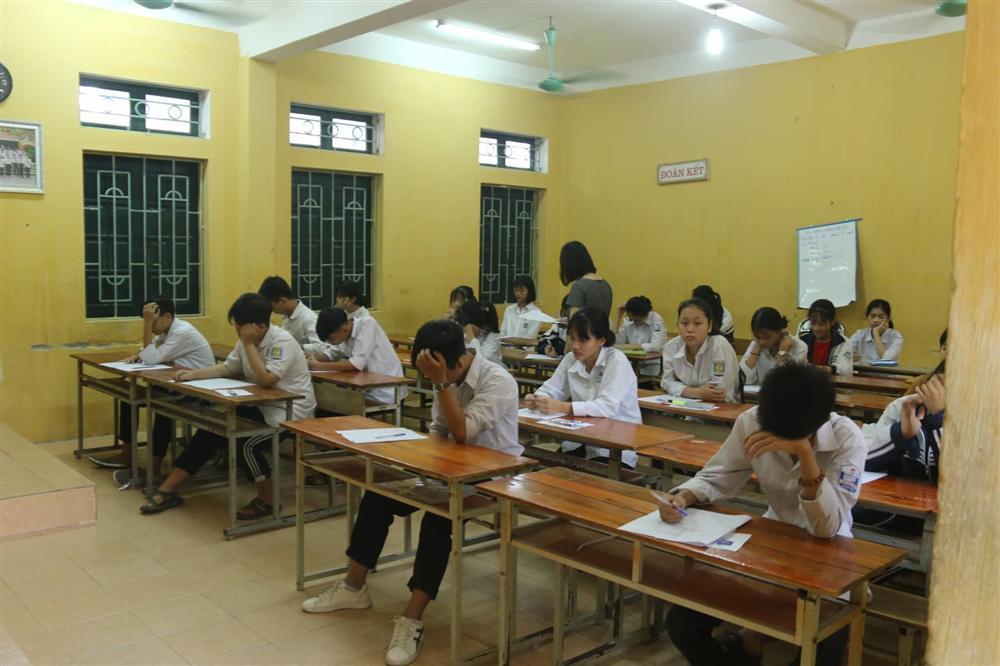 Hơn 160.000 học sinh Hà Nội và TP.HCM thi vào lớp 10-1