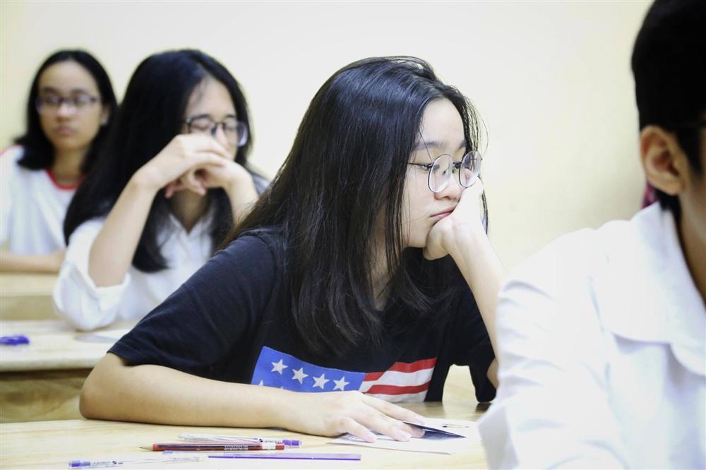 Hơn 160.000 học sinh Hà Nội và TP.HCM thi vào lớp 10-2