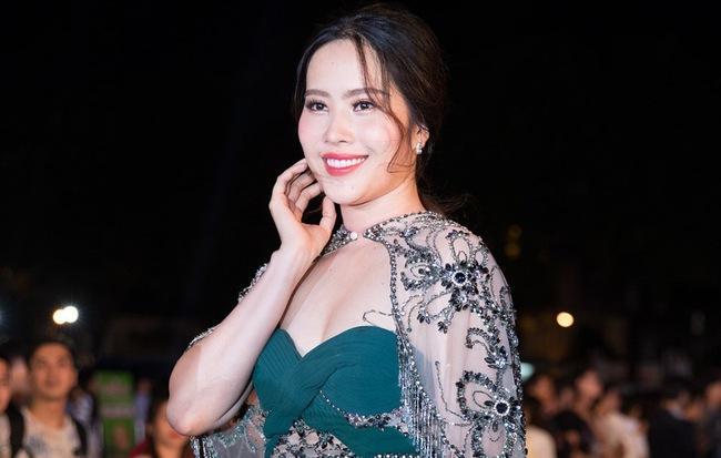 Ngược đời chuyện mỹ nhân Việt tăng cân: Người được khen nức nở, kẻ bị chê không tiếc lời-4