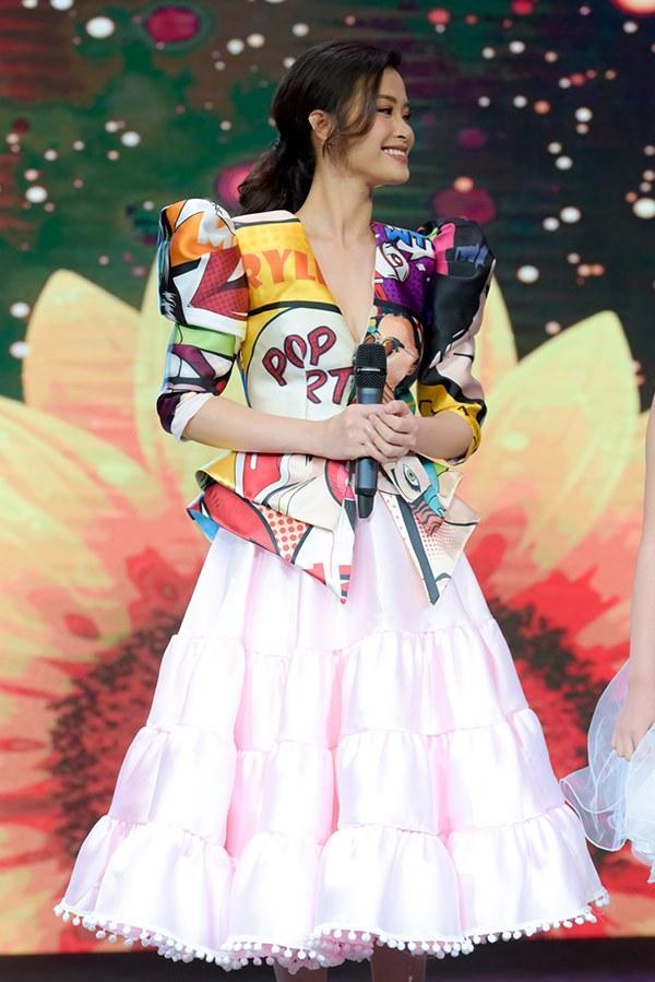 Ngán ngẩm trước bộ cánh sến sẩm của Đông Nhi, các thánh photoshop ra tay thiết kế lại trang phục chất đừng hỏi-2