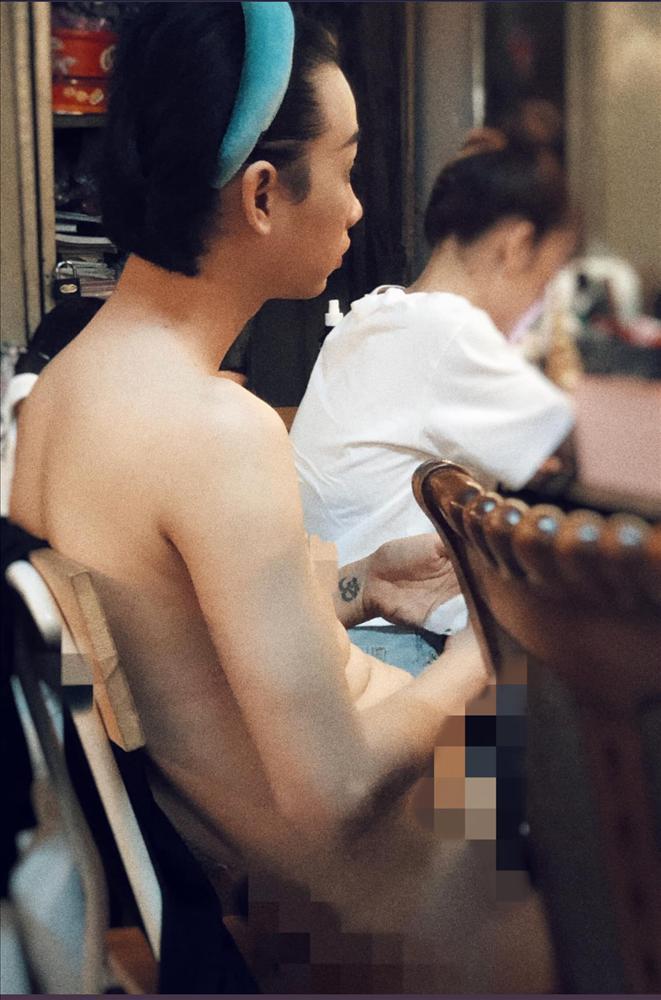 Theo trào lưu Chị hiểu hông, BB Trần tung hẳn ảnh nude của Hải Triều lên mạng để giảng đạo đức-2